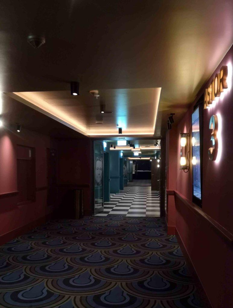 Gang im Kino Astor Filmlounge