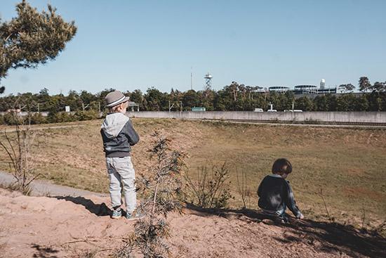 Kinder auf der Düne