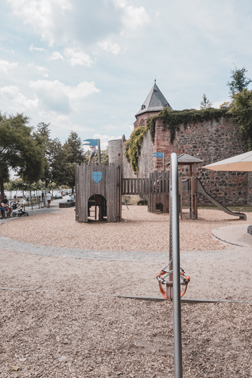 Burg Spielplatz Höchst