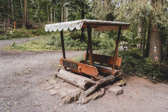 Das Feuersteinmobil zum Fahren in der Obrunnschlucht Märchenpfad