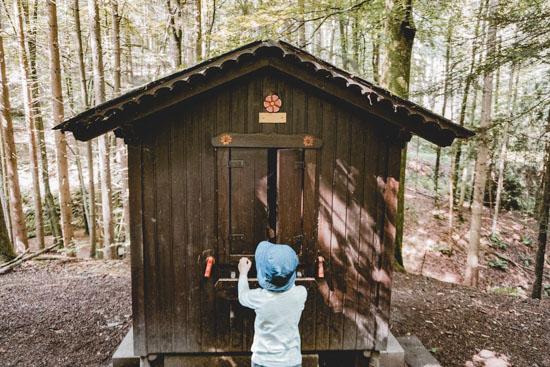 Haus mit Kindern Obrunnschlucht Märchenpfad Höchst