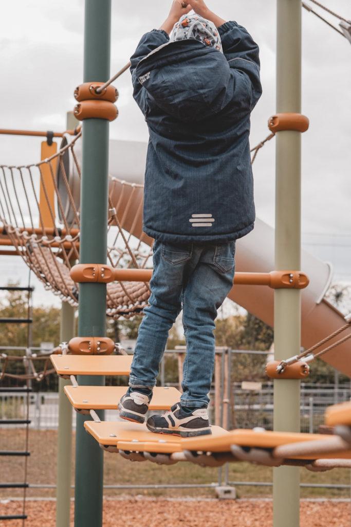 Spielplatz-Tipp kletterndes Kind