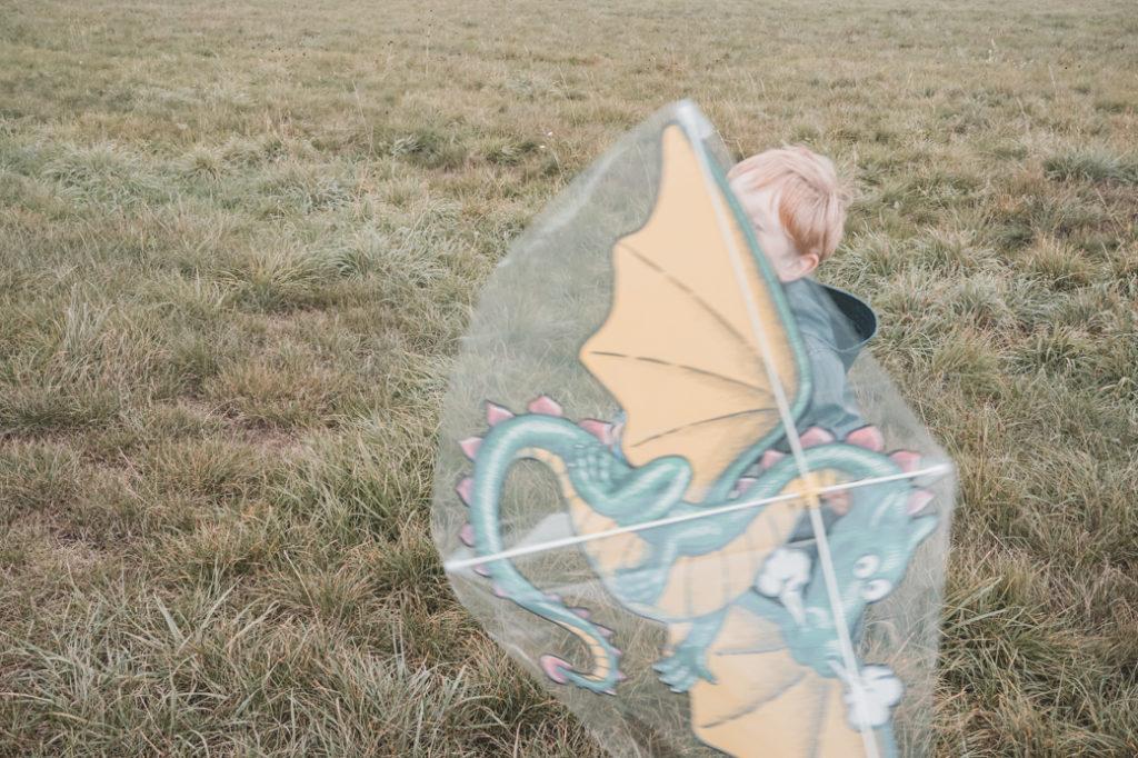 Kind mit Drachen