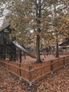 Spielplatz mit Rutsche